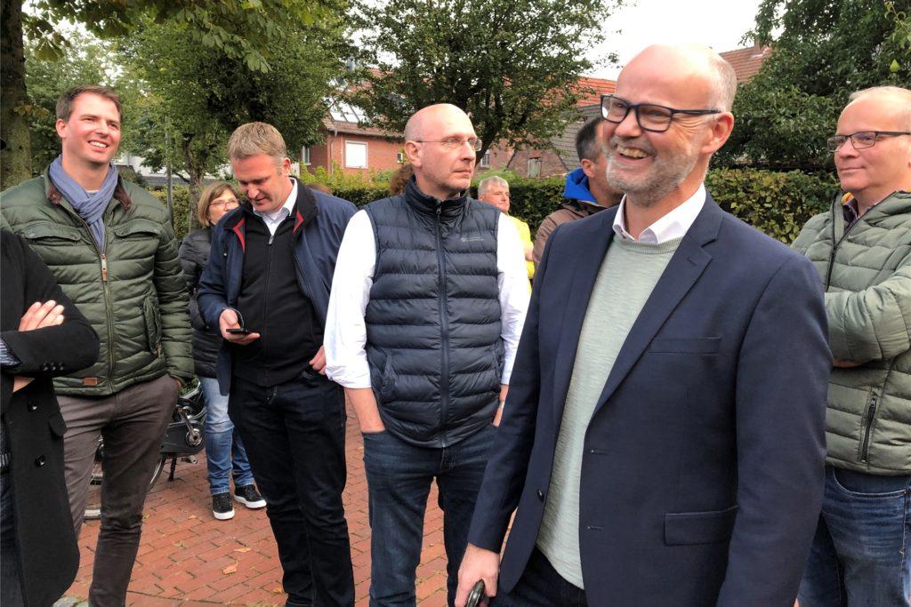"""Trotz der Anspannung kurz vor Bekanntgabe des Endergebnisses konnte Bernhard Laukötter noch lachen und zeigte sich gelassen: """"Der Wähler entscheidet"""", sagte der CDU-Bürgermeisterkandidat zur Erklärung."""