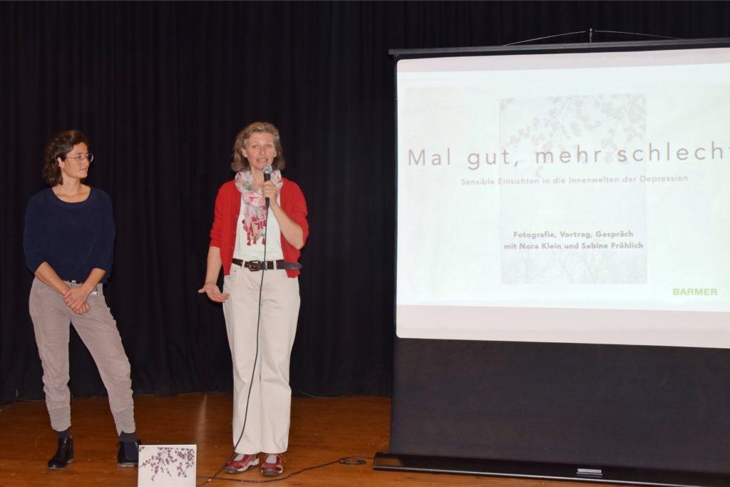 Sabine Fröhlich (r.) führte als Depressionsexpertin und selbst Betroffene neben Journalistin Nina Klein moderierend durch die Veranstaltung.