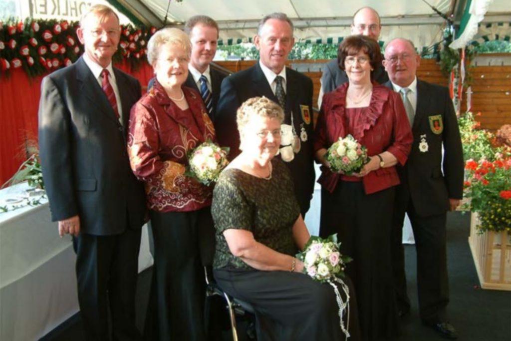 2007: Kaiserthron, in der Mitte das Kaiserpaar Wilhelm und Mechthild Mensing