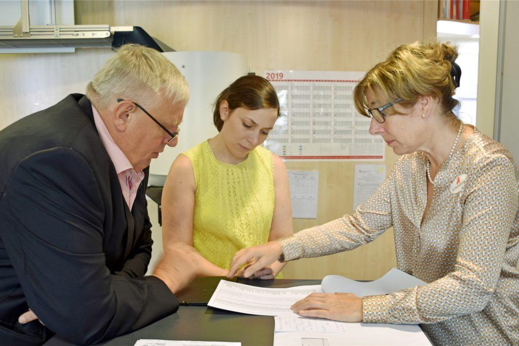 Gabriele Overwiening, Präsidentin der Apothekerkammer Westfalen-Lippe (r.) fordert Hilfen für die von der Insolvenz betroffenen Apotheken.