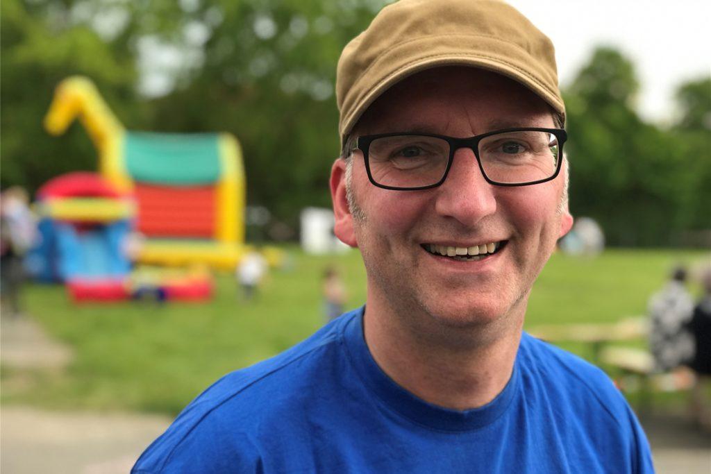 Frank Ronge vom Jugendtreff Café Q und dem Stadtjugendring beim Stadtfest des Bündnisses für Demokratie vor einem Jahr.