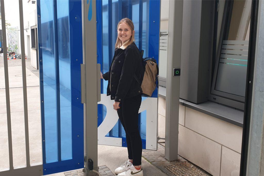 Antonia Telgmann (21) ist doch noch rechtzeitig zum Arbeitsbeginn im Pressehaus von Lensing Media in Dortmund angekommen. Dort macht die Hamburgerin gerade ein fünfwöchiges Praktikum.