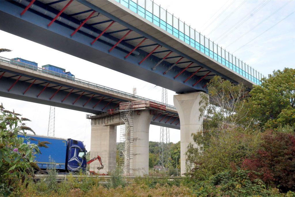 Seit 2014 läuft der Neubau der knapp einen Kilometer langen, sechsspurigen Lennetalbrücke an der A45. Beim Warnstreik am Donnerstagnachmittag ruhten die Arbeiten der Firma Hochtief.