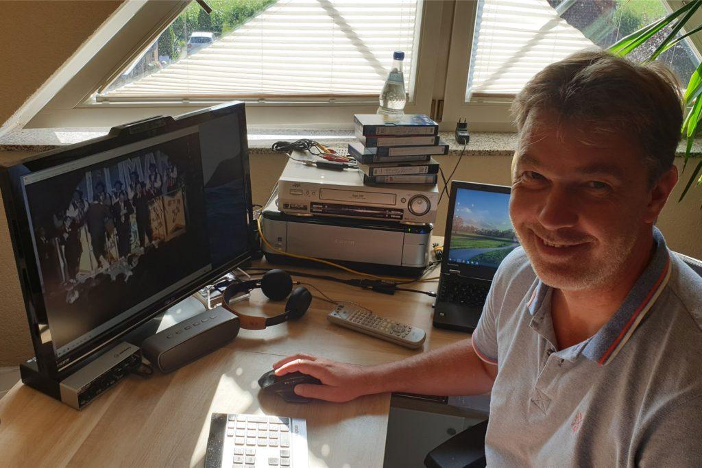 Dirk Werwer hat in monatelanger Arbeit die alten Schützenfilme aus der Feldmark digitalisiert.