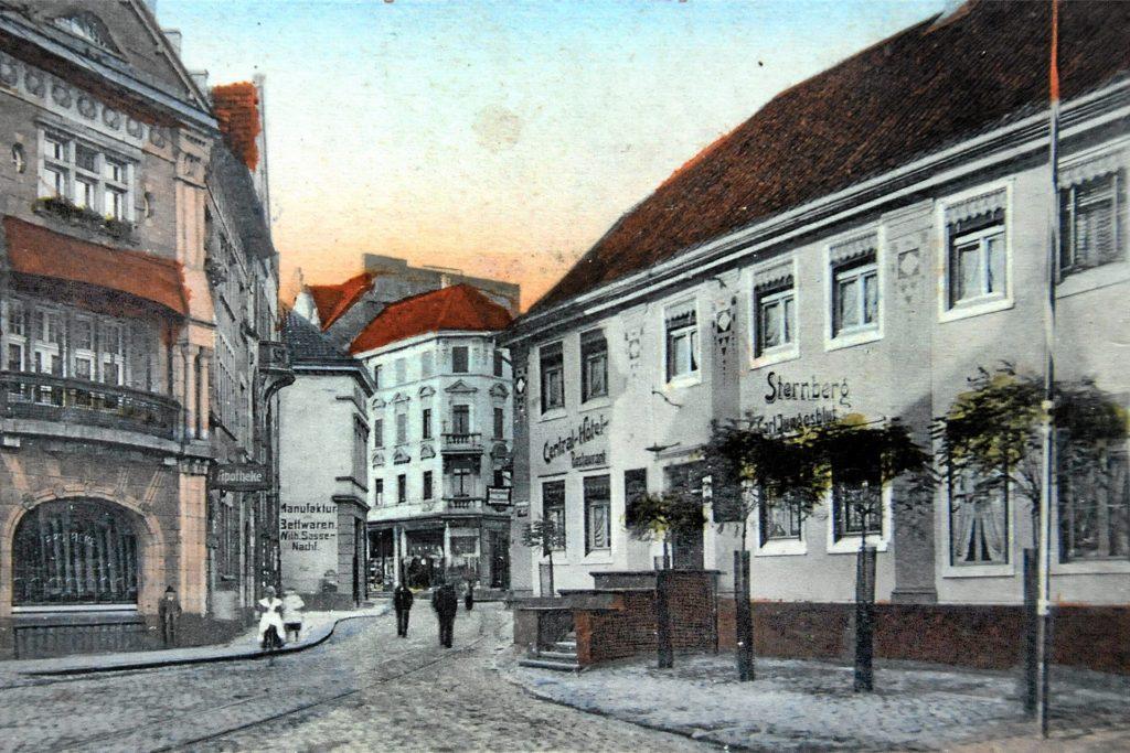 Eine der ersten Adressen der Stadt war das Hotel Sternberg am Cavaplatz - hier auf auf einer colorierten Postkarte, die im Mai 1923 verschickt wurde.