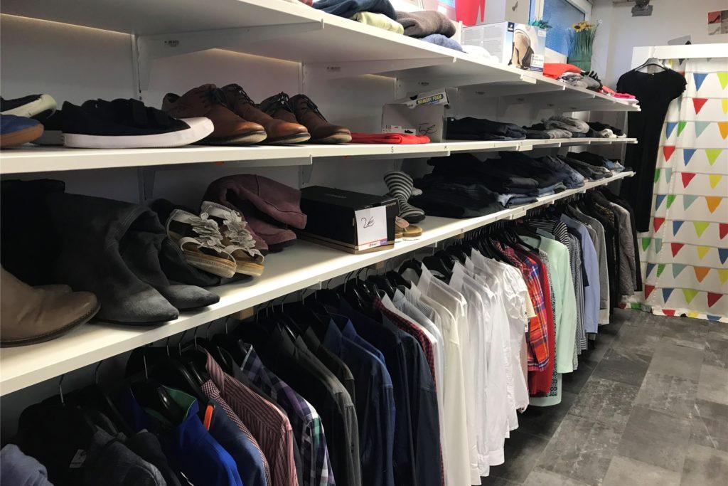 In der kleinen Modeboutique gibt Second-Hand-Kleidung für jeden.