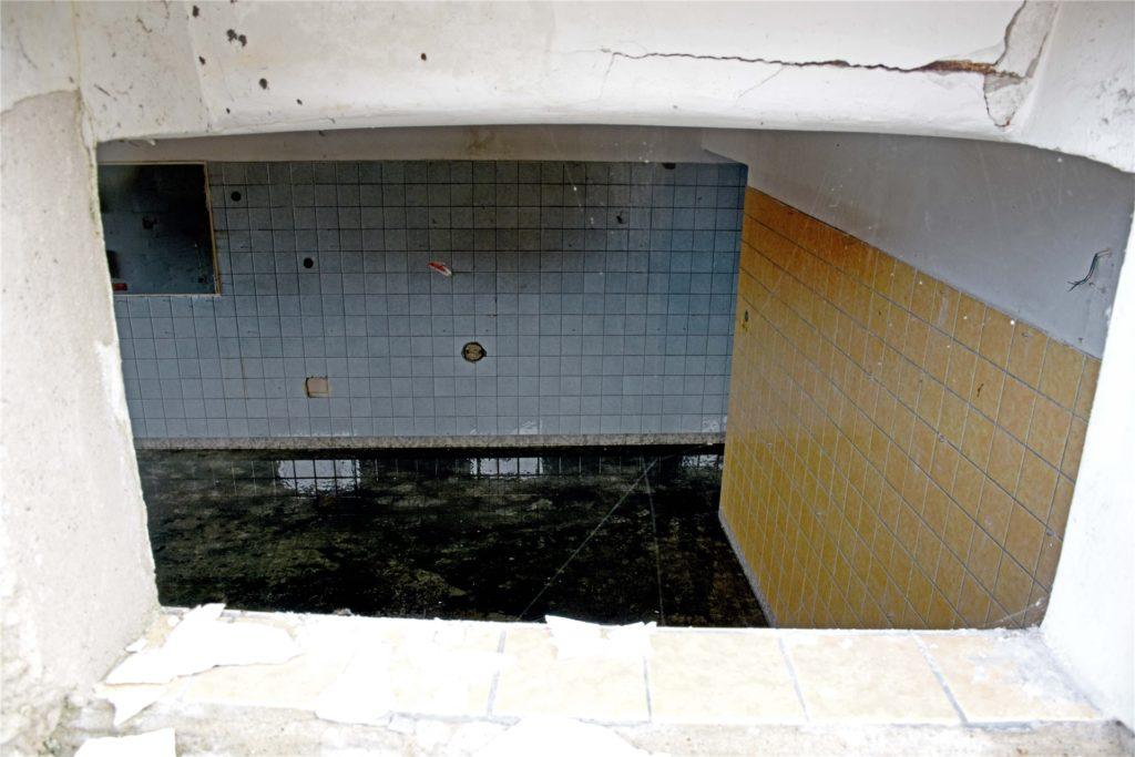 Ein Blick in die Überreste von Haus Westermann: Der Keller ist noch in Teilen vorhanden und muss abgedichtet werden.