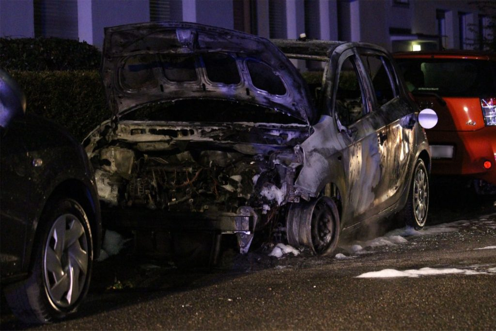 Das Auto ist am Samstag komplett ausgebrannt.