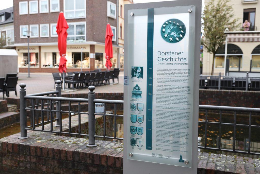 Die neue Geschichtsstation befindet sich am Platz der Deutschen Einheit, direkt neben der Eisdiele.