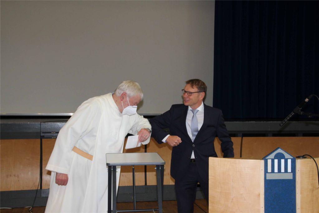 Provinzial Martin Königstein SSCC (l.) wurde von Bürgermeister Lothar Christ begrüßt.