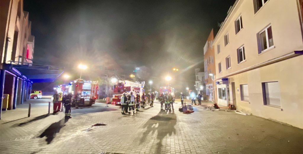 An der Werner Straße in Lütgendortmund löschte die Feuerwehr einen Kellerbrand.