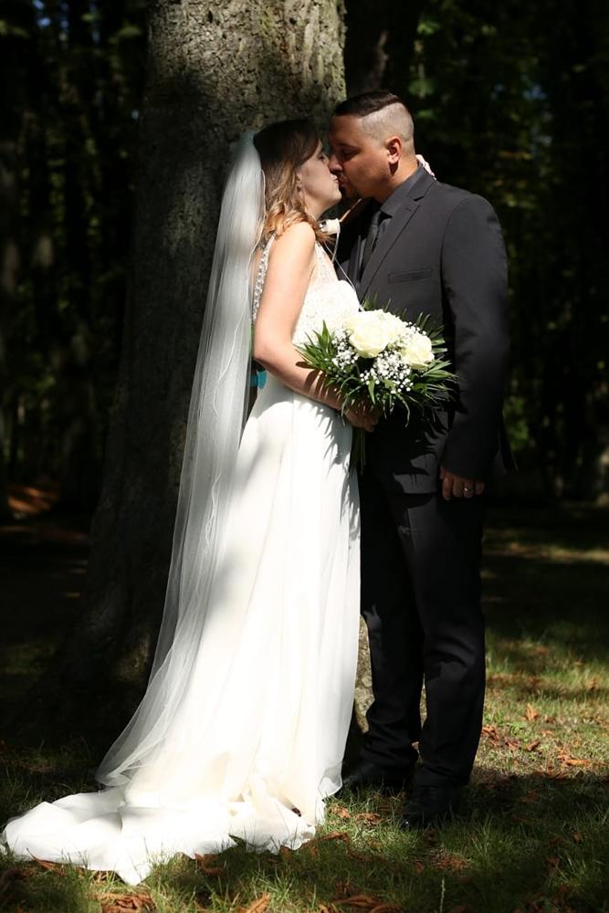 Im August 2020 holten Nathalie und Julian Sänger ihre Hochzeitsfotos nach - mit allem Drum und Dran.