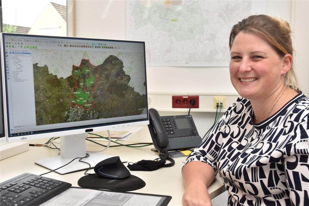 Svenja Risthaus verwaltet die Daten der Baumkontrolleure und überführt sie in eine interaktive Karte.