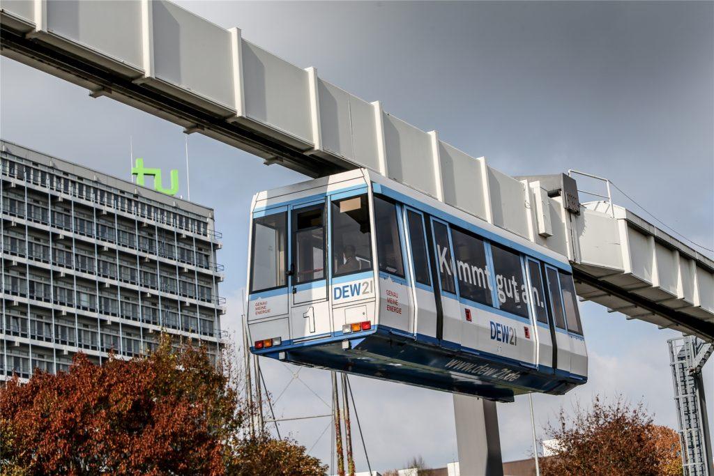 Die H-Bahn verkehrt rund um die Technische Universität.