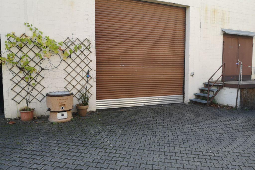 Aus dieser kleinen Lagerhalle räumte die Polizei am 9. September ebenfalls mehrere Kisten mit Munition heraus.
