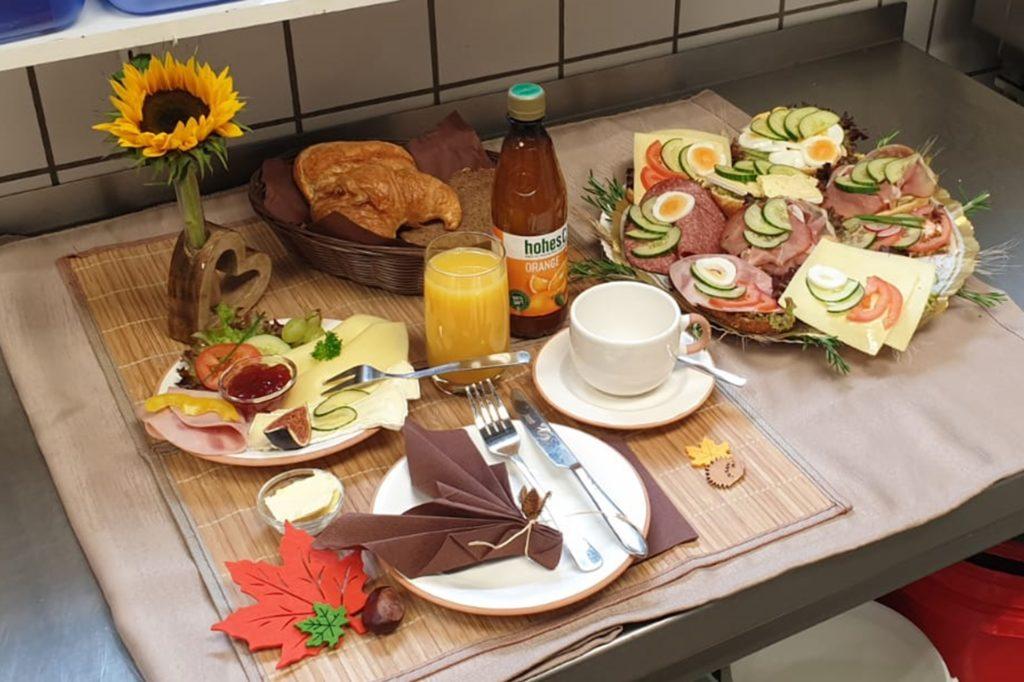 """Silian Schröters Frühstücksgedeck zum Thema """"Natur""""."""