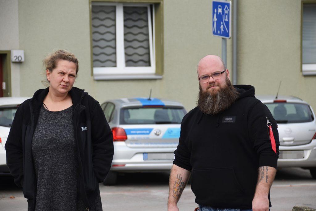 Die Anwohner Amela Bilgin und Christian Koß beklagen seit Jahren die Situation in der Straße.
