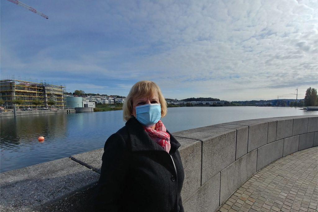 Xenia Kohn geht gerne mit dem Hund am See spazieren. Die Einbahnstraßen-Regelung fand sie allerdings