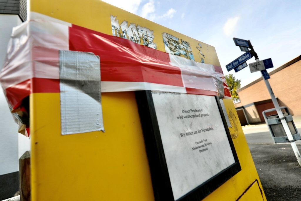 Dieser Briefkasten in Dortmund gibt den Menschen Rätsel auf. Warum ist er bloß gesperrt?