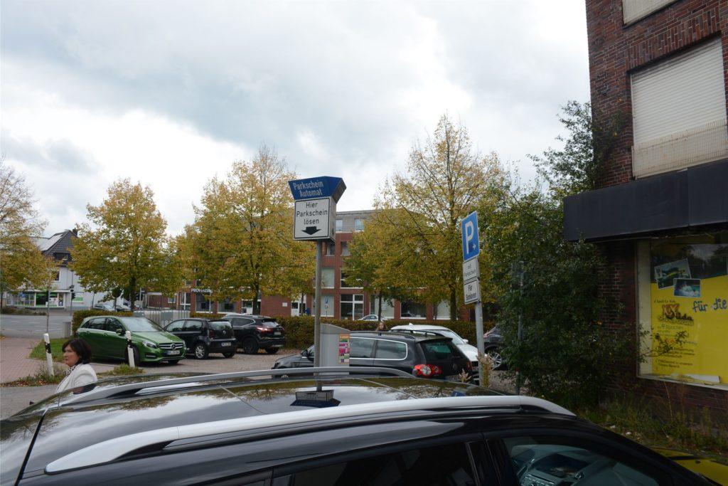 Die Parkplatzflächen an der Ecke Ostwall werden im Zuge der Bauarbeiten weichen.