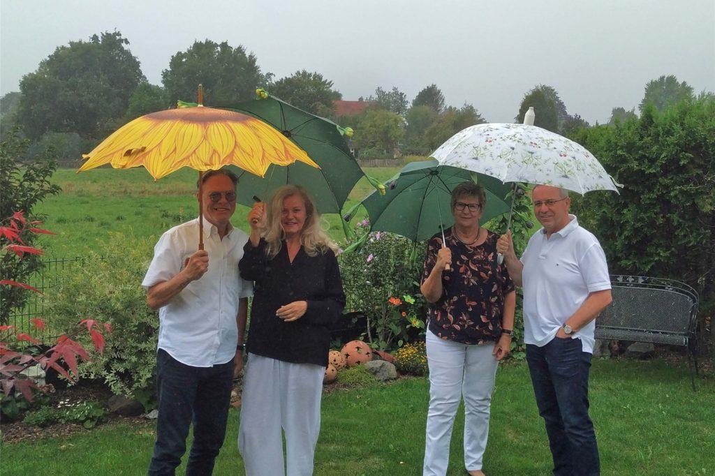 Jürgen Becker, Dorothee Storm, Lisa Paul und Wolfgang Klinger (v.l.n.r.) von der Bürgerinitiative