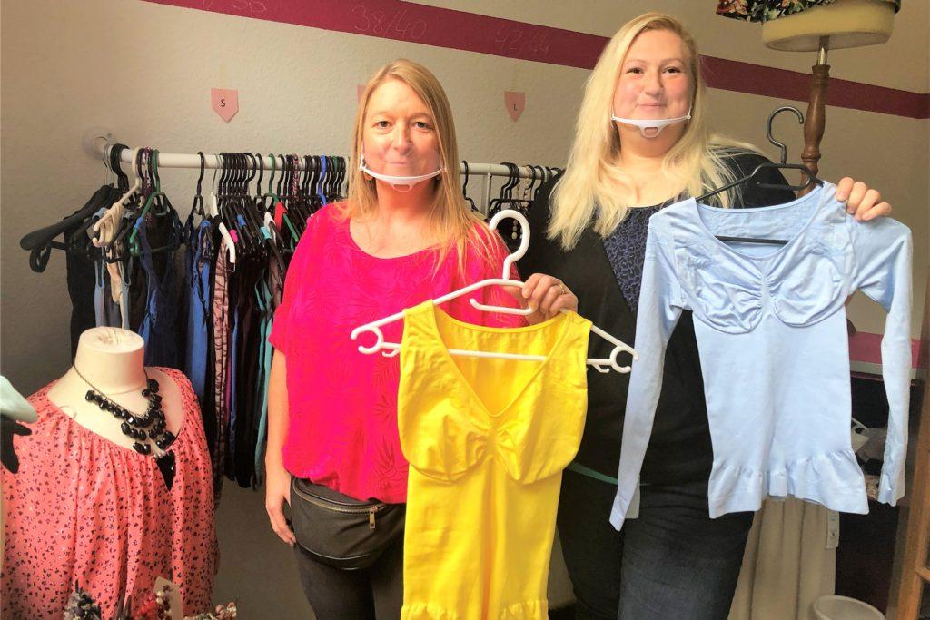 Ihre Tante Michaela Luce (40, l.), Eigentümerin der Immobilie, ist für Sarah-Ann Reinhold eine große Unterstützung.