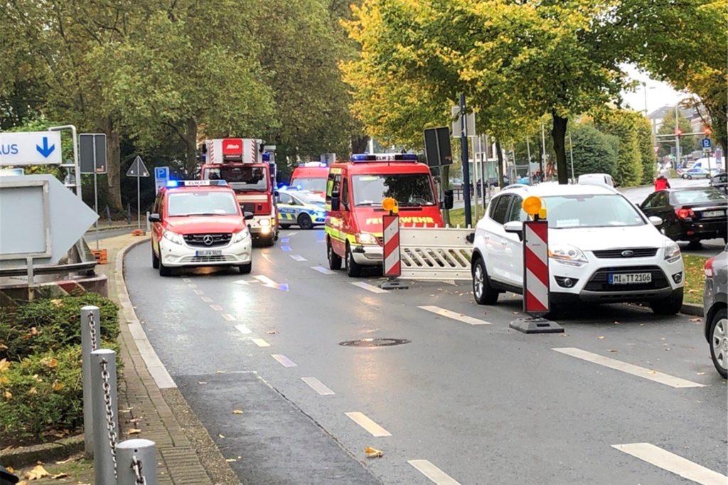 Gegen 13:45 Uhr sind mehrere Feuer- und Polizeiwagen in die Innenstadt ausgerückt.