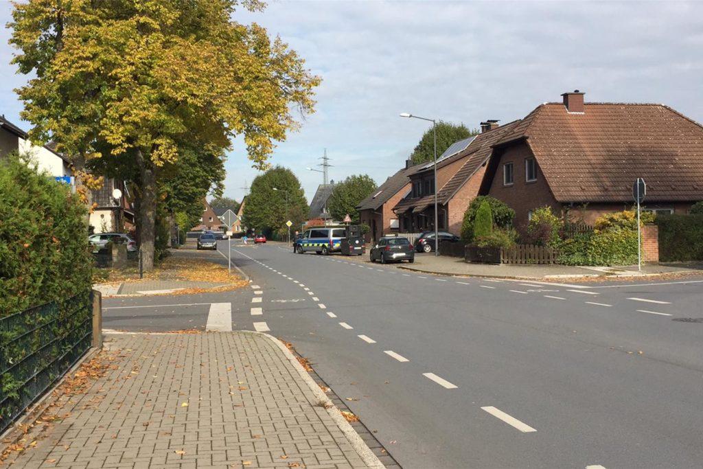 """Die Stadtverwaltung hängt """"Gunther"""" an den Wagen und nimmt ihn mit: Montag wechselte er die Örtlichkeit, weg von der Vinckestraße."""