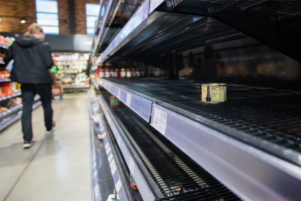 Leere Supermarkt-Regale kennen viele noch vom ersten Corona-Lockdown. Derzeit ändert sich das Kaufverhalten der Kunden erneut in eine bedenkliche Richtung.