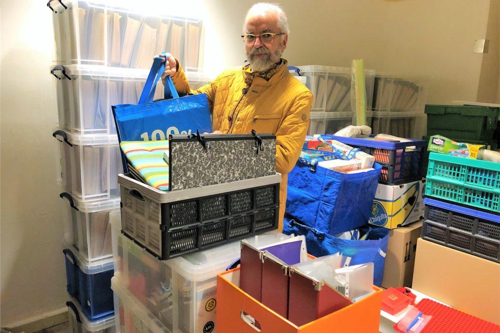 Einen Apotheken-Raum darf Alexander Wilhelm zur Zwischenlagerung nutzen. Er ist dankbar für die allseits große Hilfsbereitschaft.