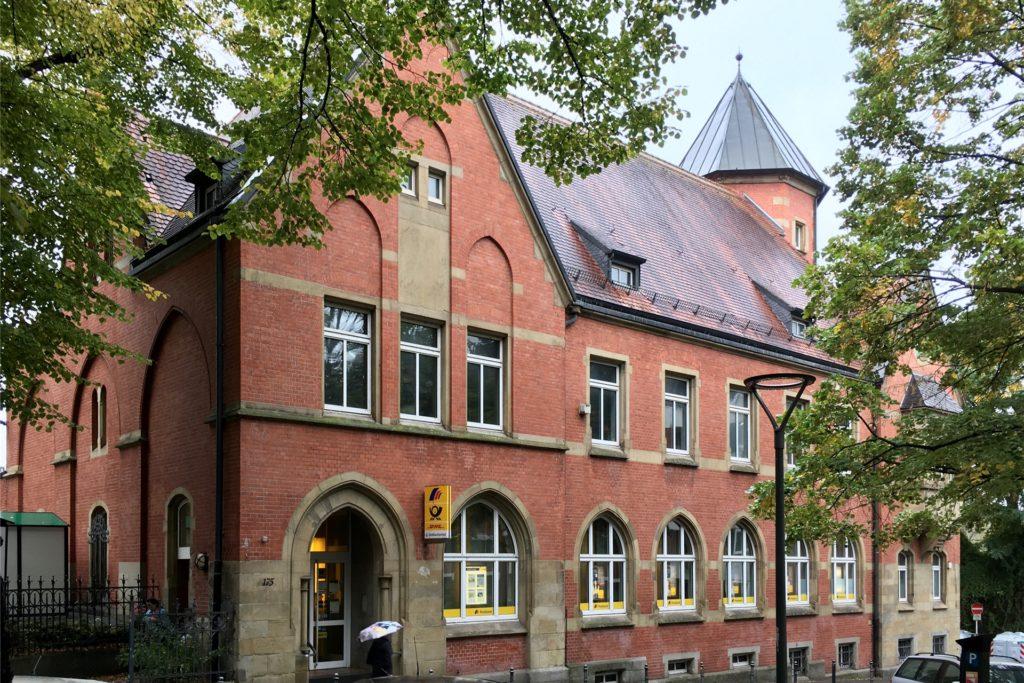 Für die Kunden ist das alte Postgebäude in Hörde noch immer die Post, auch wenn es heute eine Postbank-Filiale ist.