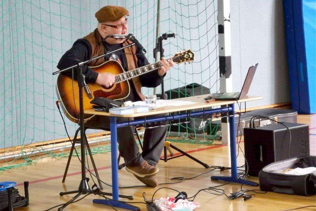 Chris Kramer nahm die Schüler mit auf seine musikalische Lesereise.