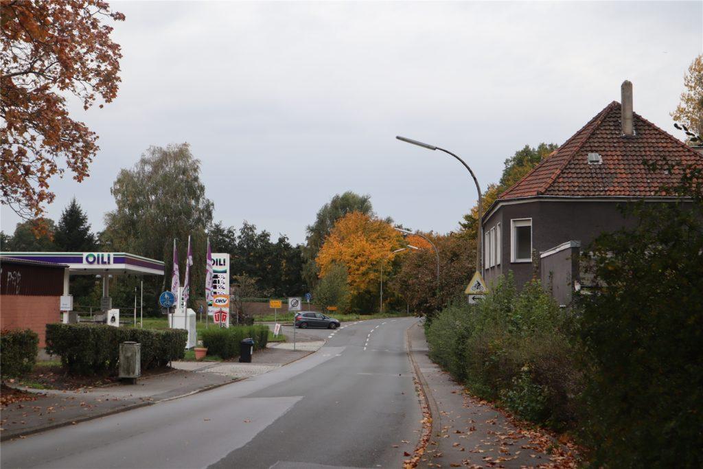 Das leerstehende ehemalige Schwesternheim an der Lanstroper Straße befindet sich gegenüber der Tankstelle an der Einmündung der Kurler Straße.
