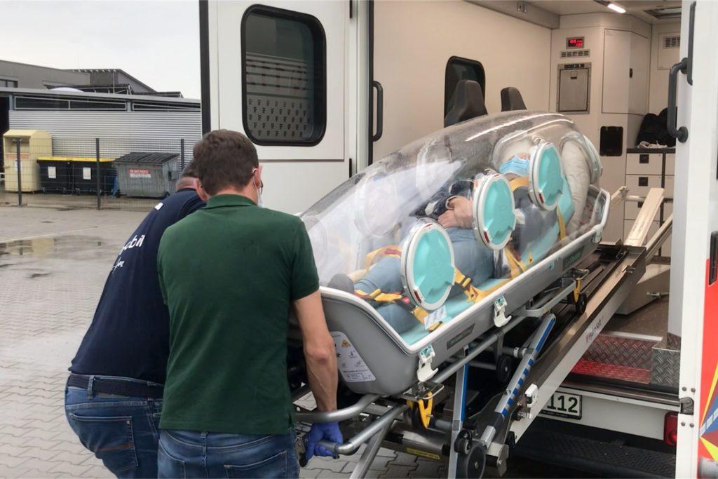 Im Rettungswagen würde Sophie im Ernstfall an die notwendigen Gerätschaften angeschlossen.