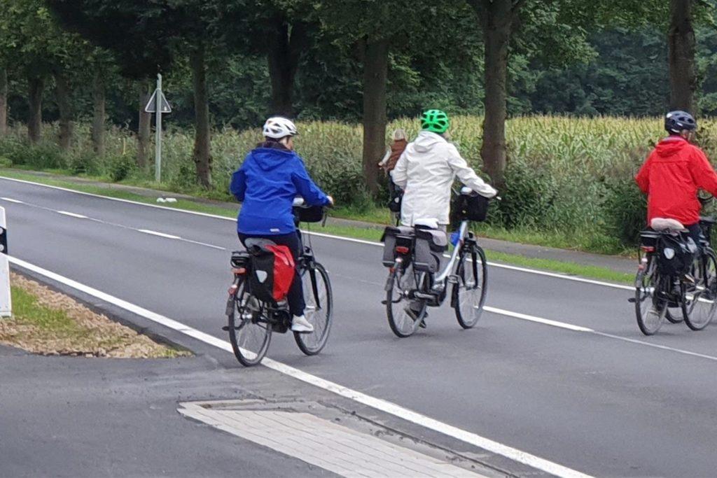 Die Überquerung der L573 zwischen Heek und Nienborg ist durch die jüngste Sanierung für Radfahrer schon deutlich verbessert worden.