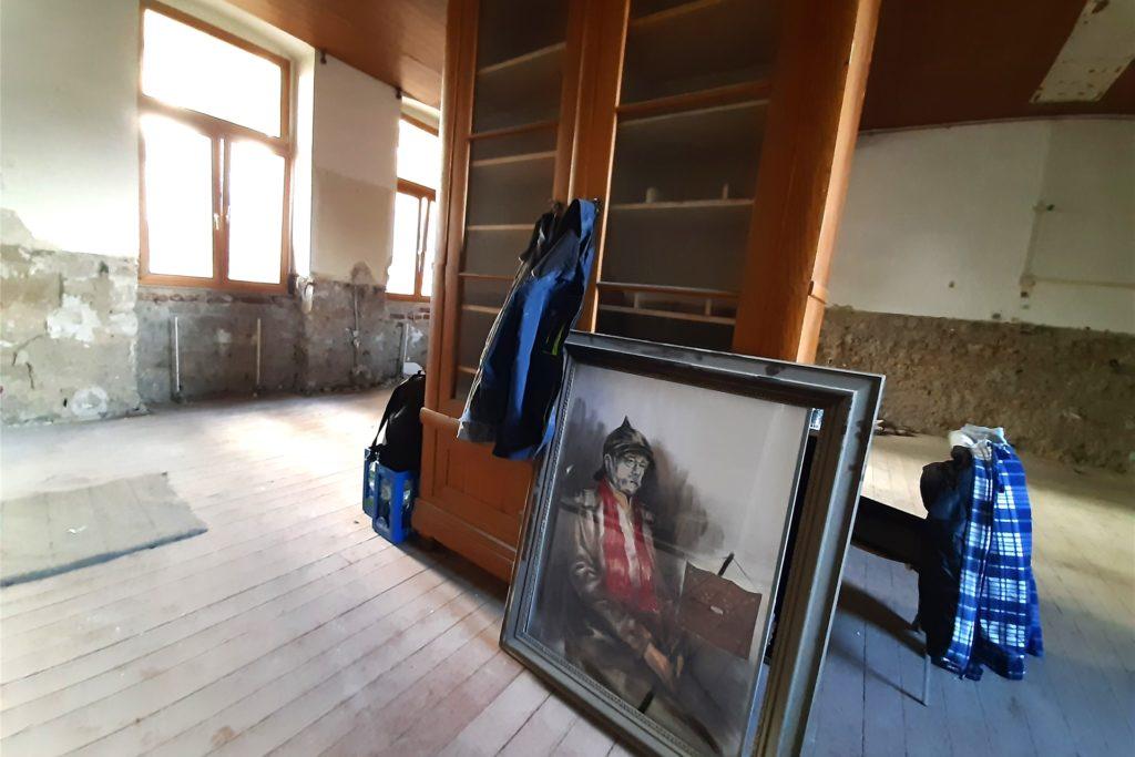 Otto von Bismarck, gemalt vom Vorbesitzer des Hauses, erlebt den Umbau mit. Er wird bleiben dürfen.