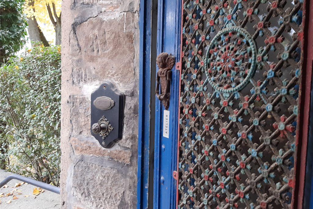 Allein die alte Eingangstür ist ein Schmuckstück.