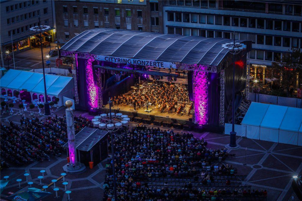 Große Bühne, große Show - wie hier beim Musical-Abend im vergangenen Jahr. Die Cityring-Konzerte auf dem Friedensplatz in Dortmund hat Dirk Rutenhofer 2016 aus der Taufe gehoben.