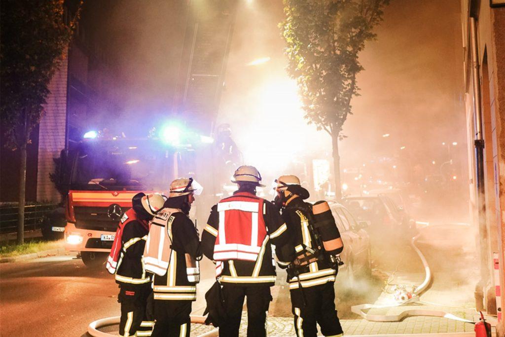 Rund 40 Einsatzkräfte waren zum Brand in Lütgendortmund ausgerückt.