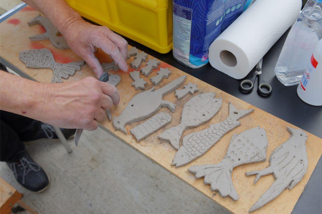 Die Keramikarbeiten werden in der JVA Ergste gebrannt und kommen dann in ein Fischernetz.