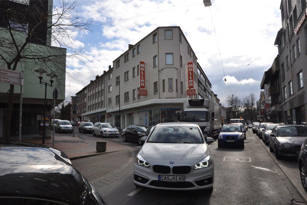 Auch den Verkehr auf der Wittener Straße beklagen die Facebook-Nutzer.