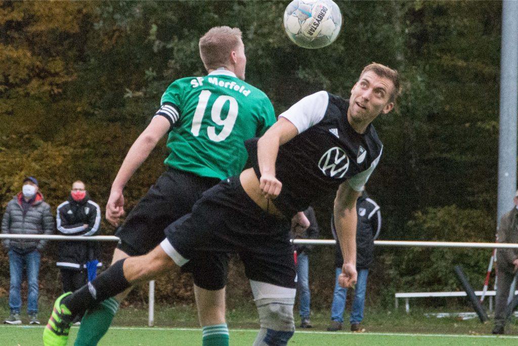 Lippramsdorfs Christian Drees (r.) traf am Sonntag beim Spiel gegen die Sportfreunde Merfeld mal wieder auf seinen Namensvetter, mit dem er sich sogar ein Fupa-Profil teilt