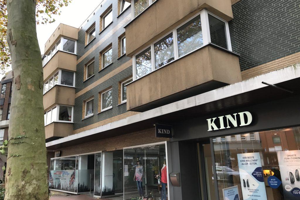 Wird verkauft: ein großes Wohn- und Geschäftshaus am Münsterplatz in der Altstadt von Castrop-Rauxel.