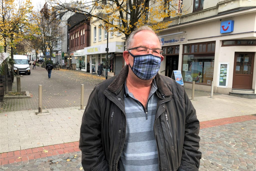 Jürgen Springer beobachtet vor allem abends viele Maskenmuffel im Dorf. Er selbst hält die Maskenpflicht rund ums Amtshaus für