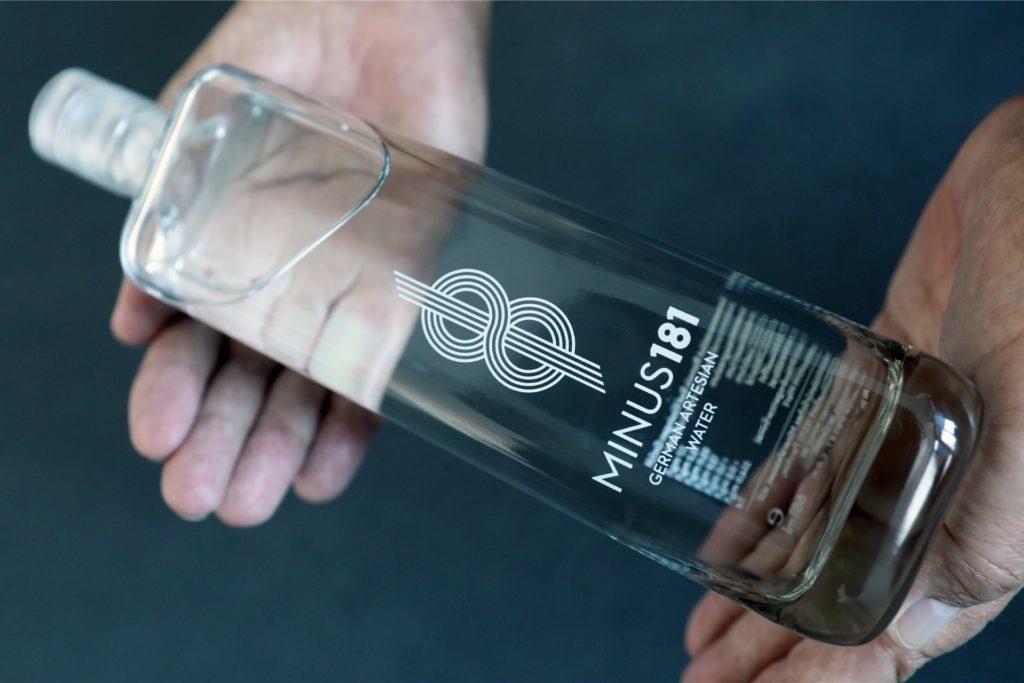 """Eine Flasche des Luxuswasser """"Minus 181"""" kostet rund 20 Euro - und ist dementsprechend ein Ladenhüter."""