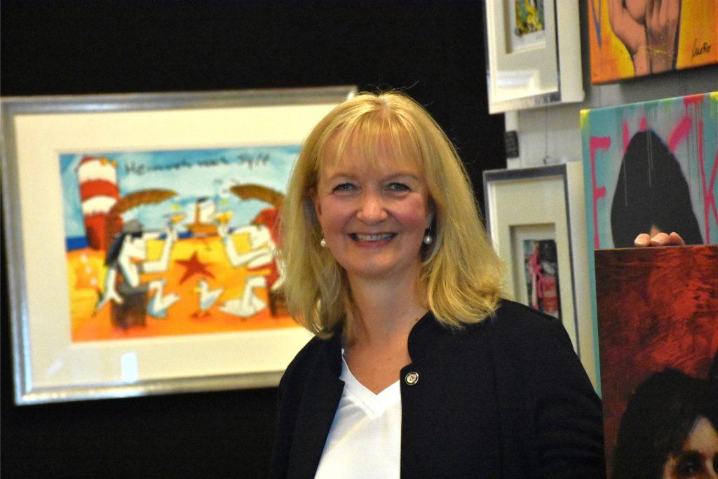 Karin Lachmann von der Galerie Hoff freut sich auf die Ausstellung und hofft noch, dass Besucher kommen dürfen.