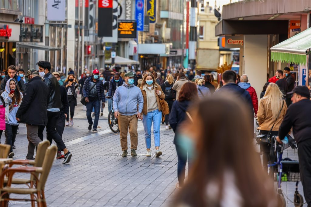 Wenn Kunden im Handel mehr Abstand halten müssten, werde sich das auch auf das Einkaufsverhalten der Dortmunder auswirken.
