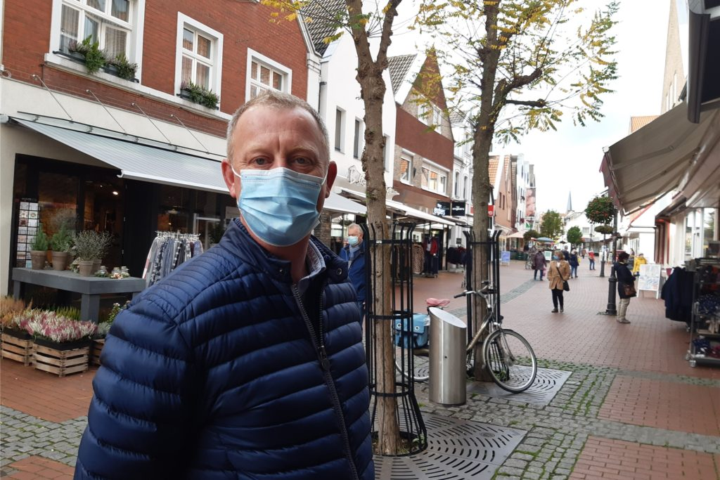 Martin Ronig sorgt sich um die Krankenhauskapazitäten und findet strengere Maßnahmen deswegen richtig.