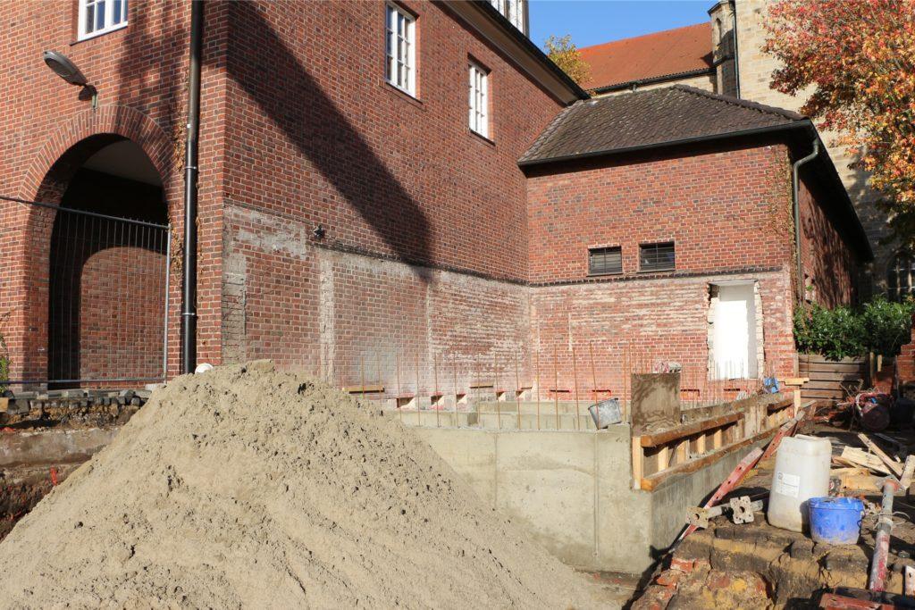 Die Fundamente für die öffentliche Toilettenanlage sind bereits gelegt.