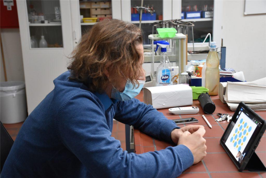 Für Chemielehrer Kai Riese war der Distanzunterricht in Form einer Zoom-Konferenz eine Premiere.
